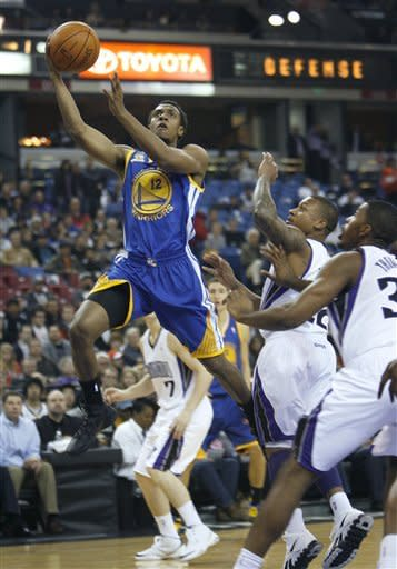 Warriors guard Curry hurt in 95-91 loss to Kings