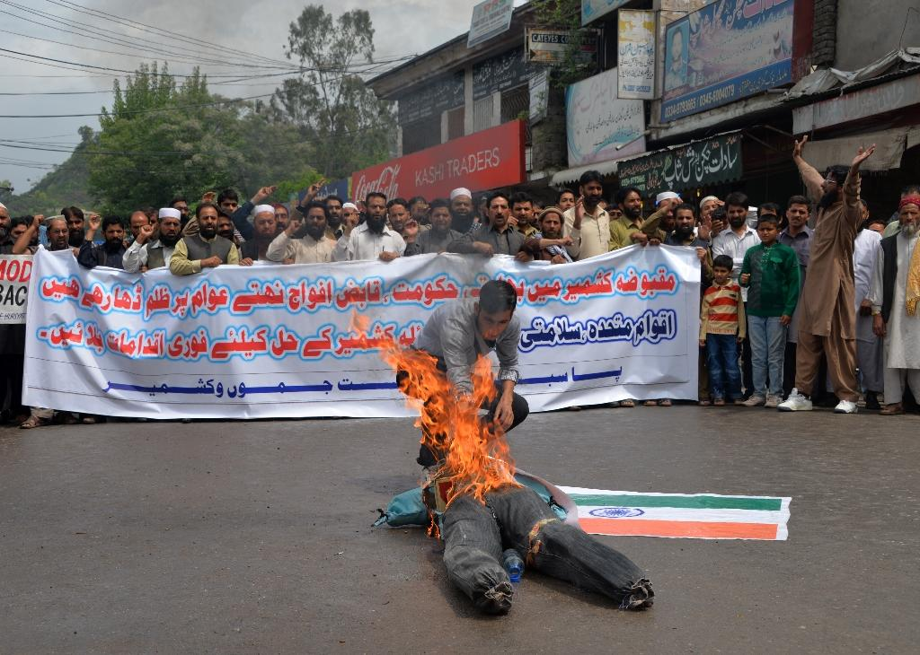 Protesters burn Indian flag in Pakistani Kashmir