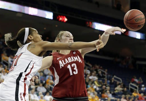 No. 17 South Carolina women stifle Alabama 77-35
