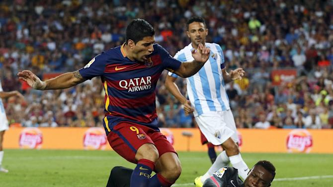 Barcelona's Suarez tries to score against Malaga's goalkeeper Kameni during their Spanish first division soccer match at Camp Nou stadium in Barcelona
