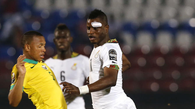 Andile Jali of South Africa challenges Ghana's Mubarak Wakaso during their Group C soccer match of the 2015 African Cup of Nations in Mongomo