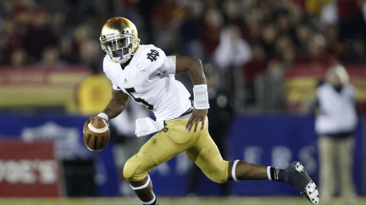 Notre Dame quarterback Everett Golson scrambles as he looks for a receiver during the first half against Southern California in an NCAA college football game, Saturday, Nov. 24, 2012, in Los Angeles. (AP Photo/Danny Moloshok)