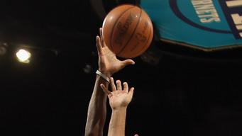 Gordon returns, Hornets beat Nuggets, 94-92