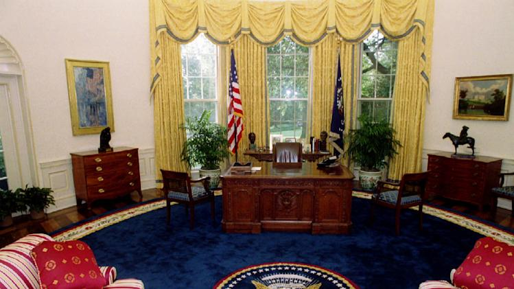 lego mobile home with Oval Office Photo 1350429519 on Jl aquaman3 likewise Mini Tow Truck moreover Loveland Engineer Builds 10 Foot Tall Lego Crane moreover Batman as well 100 Euro Coupon.