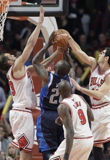 Deng leads Bulls over Mavericks 101-78