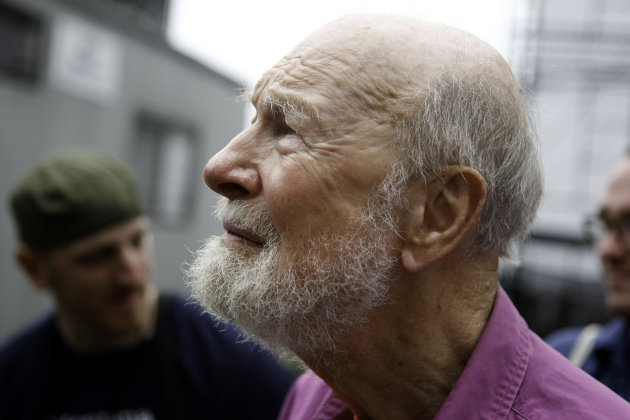 "FILE - Pete Seeger backstage before his set at George Wein's Newport Folk 50 in Newport, R.I. on in this Aug 2, 2009 file photo. The 92-year-old troubadour is receiving a ""Distinguished Service"" award from the American Academy of Arts and Letters. (AP Photo/Joe Giblin, File)"