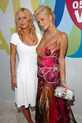 Nicky Hilton and Paris Hilton MTV Video Music Awards Arrivals - 8/28/2005