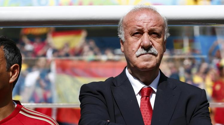 Spain's coach Vicente Del Bosque stands before the 2014 World Cup Group B soccer match between Australia and Spain at the Baixada arena