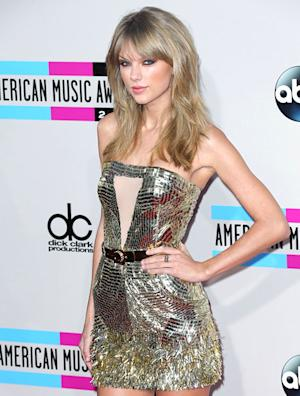 Taylor Swift Ignores Harry Styles, One Direction at American Music Awards