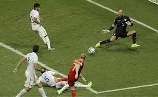 Belgium's Kevin De Bruyne, front, gets a shot past Tim Howard. (AP)