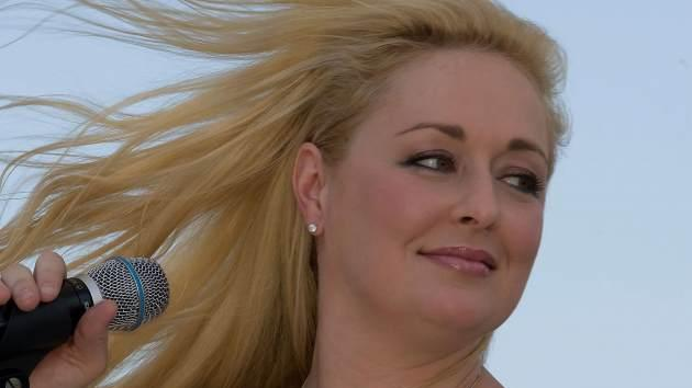 Mindy McCready performs at the Greased Lightning Daytime Stages during the 2008 CMA Music Festival on June 5, 2008 at Riverfront Park in Nashville -- Getty Premium