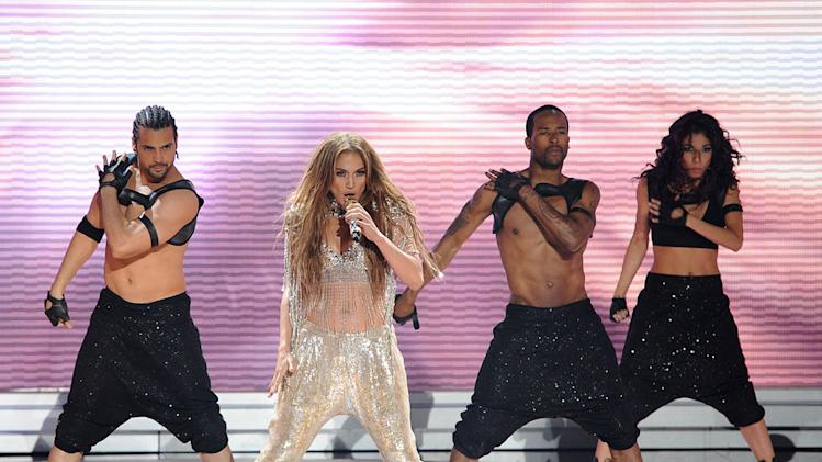 "Jennifer Lopez performs ""On the Floor"" on ""American Idol."""