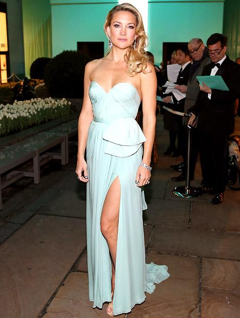 Kate Hudson Flashes Legs in Sexy Gown, Reveals 34th Birthday Plans