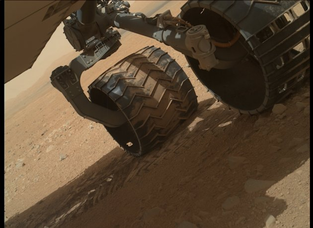 Curiosity rover explores Mars