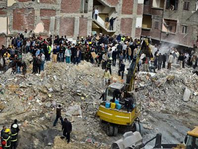 Raw: Collapse of Building in Egypt Kills 14