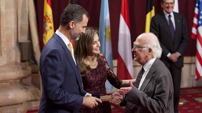Spain's Crown Prince Felipe, left, and Princess Letizia Ortiz, center, shake hands with Britain's Peter Higgs, right, during a ceremony in Oviedo, northern Spain, Friday Oct. 25, 2013. Peter Higgs will receive the 2013 Prince of Asturias Award for Technical and Scientific Research during a ceremony on Friday evening. (AP Photo/Abraham Caro Marin)