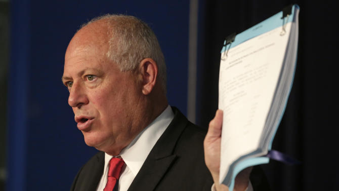 Ill. gov. suspends lawmaker pay over pensions