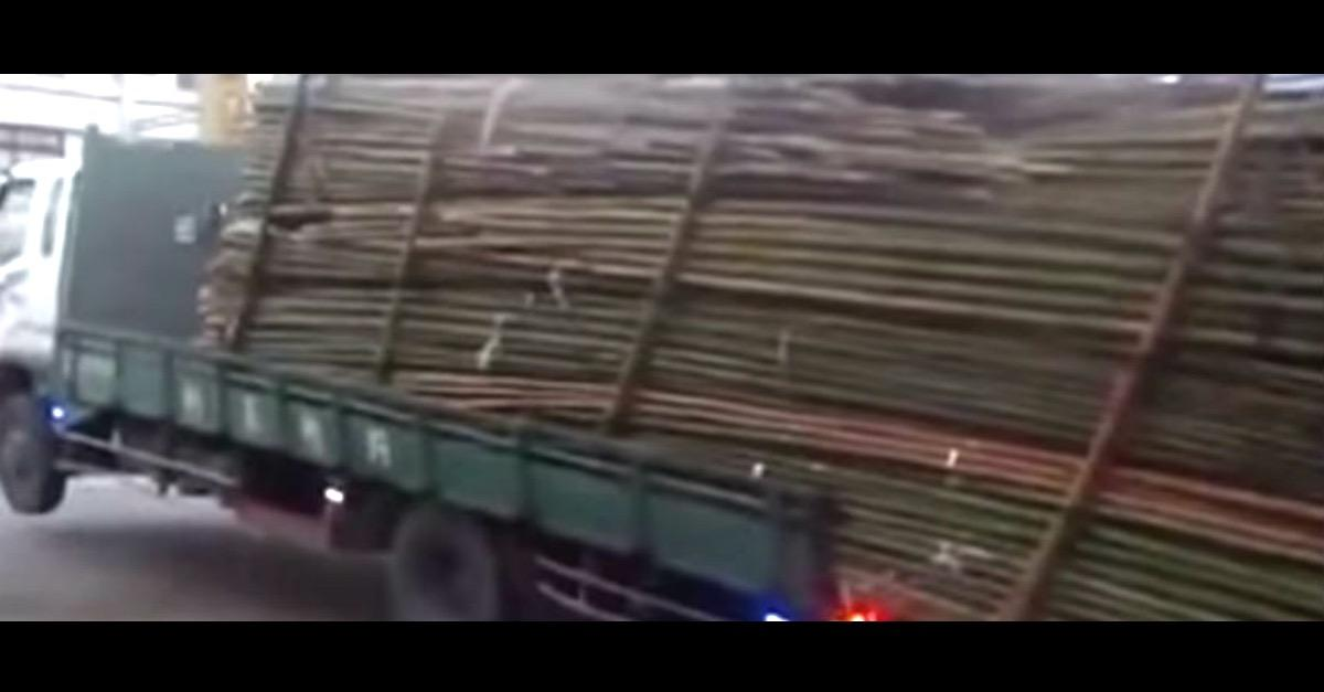 This is How They Unload Trucks in China! (Watch)