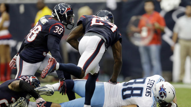 Tennessee Titans tight end Craig Stevens (88) scores against the against the Houston Texans in the second quarter of an NFL football game Sunday, Sept. 30, 2012, in Houston. (AP Photo/Eric Gay)
