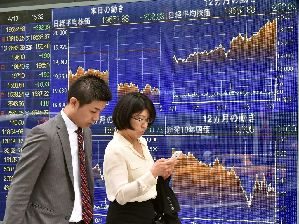 Asian stocks mostly down despite Wall St record