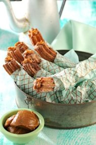 Churros filled with dulce de leche / Yahoo!