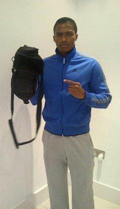 Irrefutable proof that Antonio Valencia owns an empty camera bag (@7AntoV)