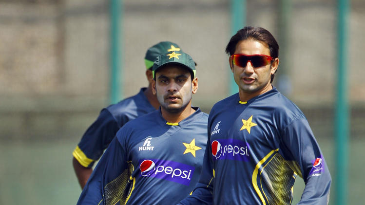 Pakistan's Saeed Ajmal, right, and Mohammad Hafeez play with a soccer ball during a team practice session in Dhaka, Bangladesh, Friday, March 7, 2014. Pakistan will face Sri Lanka in the Asia Cup final match on Saturday. (AP Photo/A.M. Ahad)