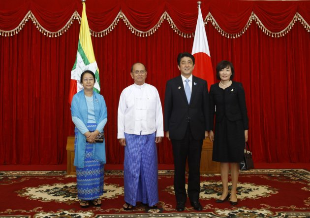 Japan's PM Abe and Myanmar's President Thein Sein pose with their spouses before lunch in Naypyitaw