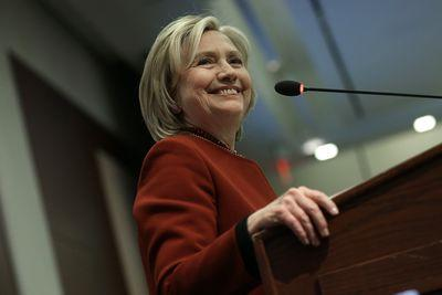 Hillary Clinton doesn't need the media, and it's driving the media crazy
