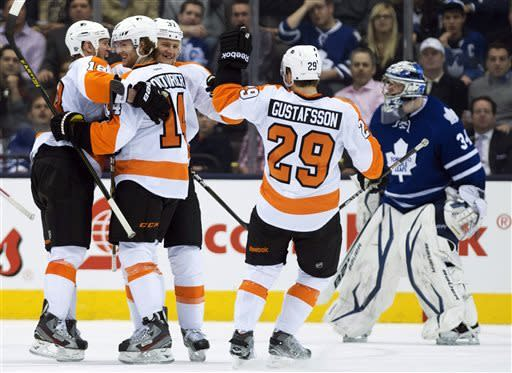 Surging Flyers win 4th straight, top Maple Leafs
