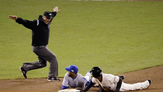 Royals lose replay challenge, 1st in World Series