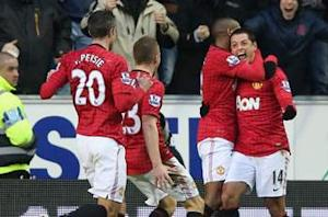 Wigan 0-4 Manchester United: Chicharito, RVP braces pace league leaders
