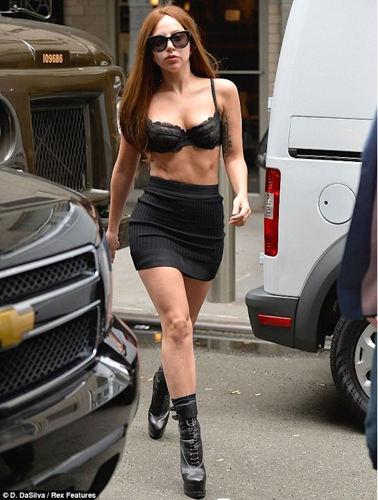 Lady Gaga in sutien pe strazile din New York!