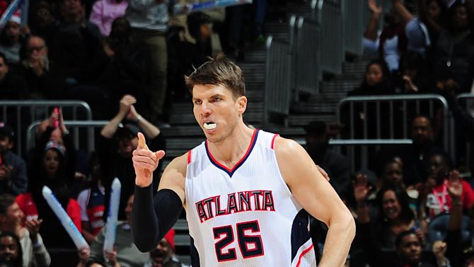 Korver, Hawks rout Wizards for 8th straight victory