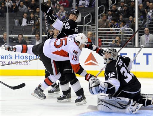 Kings blast Senators 4-1, move into 1st place