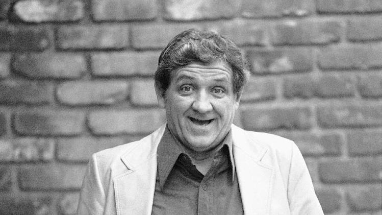 "FILE - This Dec. 28, 1984 file photo shows actor George Lindsey posing for a photo outside of a Los Angeles restaurant. Lindsey, who portrayed Goober in the television series ""The Andy Griffith Show"", has died, Sunday, May 6, 2012. He was 83. (AP Photo/Reed Saxon, file)"