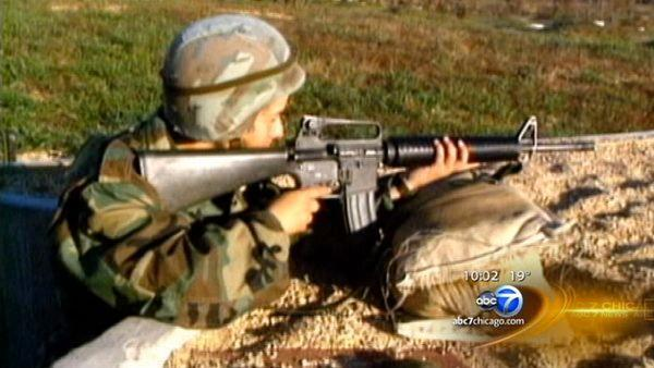 Leon Panetta opens combat roles to women , sources say