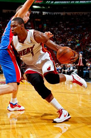 Without Wade, Heat ease past Pistons, 98-75