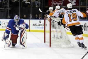 Nash's 2 goals in 3rd lift Rangers over Flyers