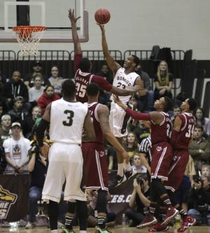 Bonnies upset No. 21 UMass, 78-65