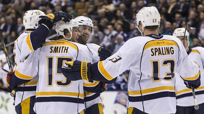 Smith nets 2 goals for Predators in win over Leafs