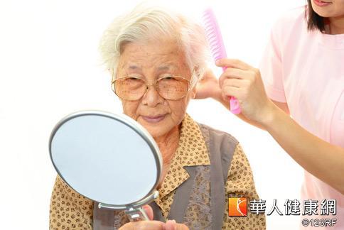 老人斑好發老年族群,雖不影響健康,但容易造成美觀上的困擾。