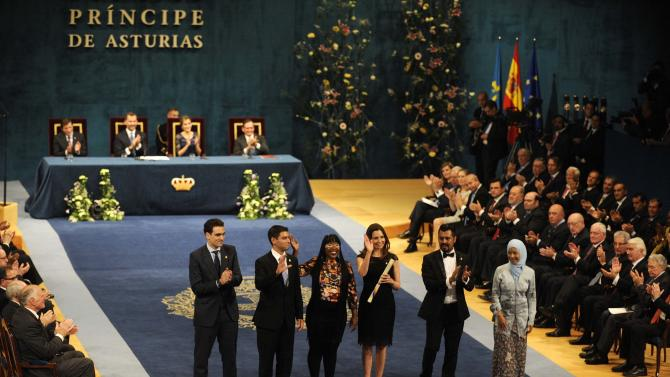 Members of the Fulbright Program acknowledge the applause after receiving the 2014 Prince of Asturias award for International Cooperation in Oviedo