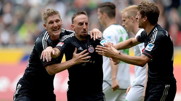 Bayern Munich's midfielder Bastian Schweinsteiger, Bayern Munich's French midfielder Franck Ribery and Bayern Munich's midfielder Thomas Mueller celebrate after scoring during the German first division Bundesliga football match Borussia Moenchengladbach