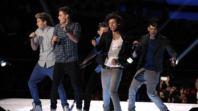 Members of the British band One Drection, from left, Niall Horan, Liam Payne, Louis Tomlinson, obscured, Harry Styles and Zayn Malik, perform at the MTV Video Music Awards on Thursday, Sept. 6, 2012, in Los Angeles. (Photo by Matt Sayles/Invision/AP)