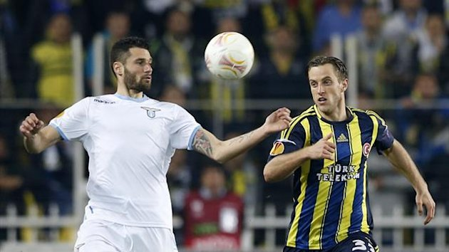 Antonio Candreva of Lazio (L) is challenged by Reto Ziegler of Fenerbahce (R) during their Europa League quarterfinal match at Sukru Saracoglu stadium in Istanbul April 4, 2013. (Reuters)