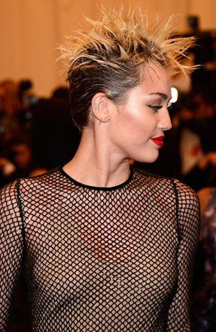 Miley Cyrus met ball