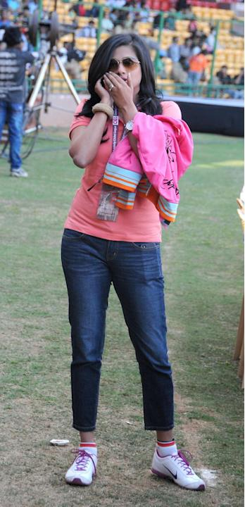 Actress Priya Mani during a Celebrity Cricket League match between Telugu Warriors and Kerala Strikers at Chinnaswamy Stadium in Bangalore on Jan.26, 2014. (Photo: IANS)