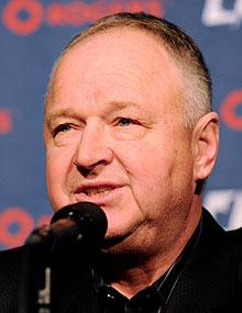 Toronto Maple Leafs turn to coach Randy Carlyle for turnaround