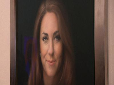 Kate's Portrait Unveiled, Critics Not Impressed